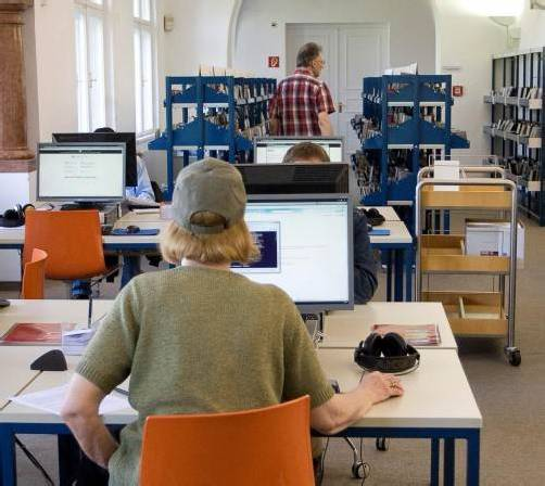 Unterstützt werden die AHS-Schüler bei ihren Vorwissenschaftlichen Arbeiten unter anderem von der Vorarlberger Landesbibliothek. Foto: vn/steurer