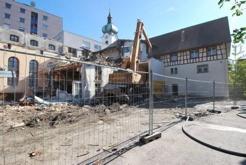 Vom ehemaligen Schlossbräu-Saal sieht man nicht mehr viel. Neuer Wohnraum soll entstehen. Foto: erh