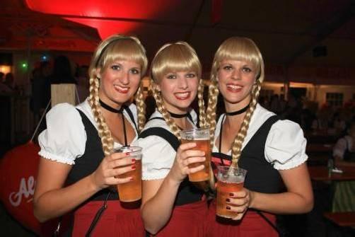 WG: drei schwestern clubbing