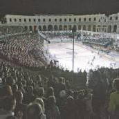 Ein Eishockey-Spektakel mit Hindernissen