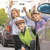 Polizeikontrollen auf Schulwegen Autofahrer meistens rücksichtsvoll /B1