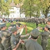 Festakt am Schlossplatz für Rekruten