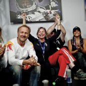 """Unser Felix hat es gepackt"": Jubel und Erleichterung bei Baumgartners Familie. FotoS: Red Bull"