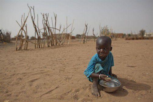 Während weltweit 868 Millionen Menschen unter Hunger leiden, haben 1,4 Milliarden Menschen Übergewicht. Foto: AP