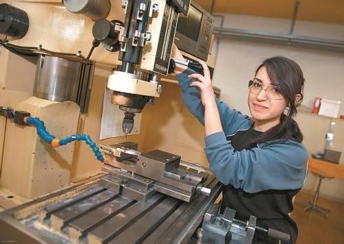 Auch Mädchen zeigen zunehmend Interesse an einer technischen Ausbildung. Foto: vn/Hofmeister