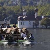 Almabtrieb mit Booten