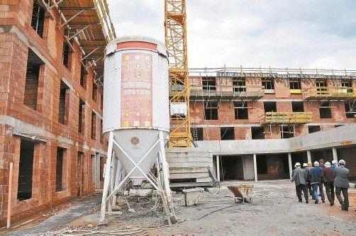 Beim Pflegeheim Birkenwiese in Dornbirn sind die Baumeisterarbeiten nahezu abgeschlossen. Die 105 Betten sollen im Februar 2014 bezogen werden.