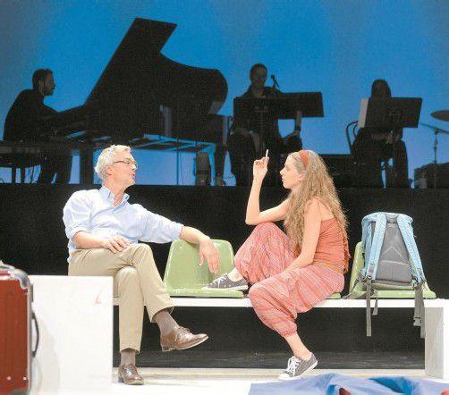 """Bernhard Majcen und Diana Kashlan in """"Lampedusa"""" von Wolfgang Mörth. Foto: Stiplovsek"""