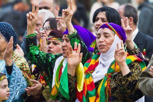 Bustour für PKK-Chef: Kurden sammelten am Dienstag Unterschriften. Foto: VN/steurer