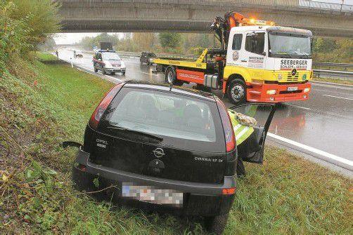 Das Auto kam neben der Fahrbahn zum Stillstand. Foto: Vn/HB