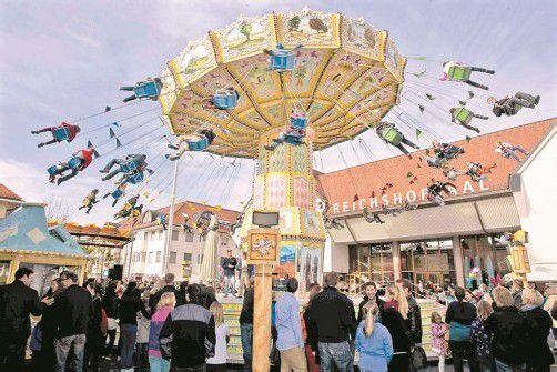 """Das Kettenkarussell ist jedes Jahr die """"fliegende Attraktion"""" auf der Kilbi. Fotos: vn/paulitsch"""
