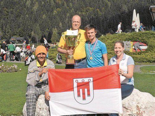 Das siegreiche Bludenzer Team (v. l.): Yannick Alexander, Klaus Neyer (Betreuer), Olav Zandfeld und Julia Unterweger. Foto: privat