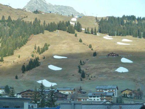 Depotschneien in der Vorsaison am Schlosskopf am Arlberg: bleibt unter Naturschützern immer noch eine umstrittene Angelegenheit. Foto: Privat
