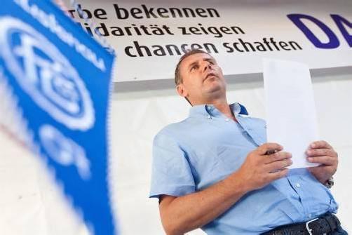 Der FC Lustenau ist sein Leben. Der 50-Jährige führt seit 13 Jahren die Geschicke des Traditionsklubs. Sportlich befinden sich die Blau-Weißen klar im Aufwärtstrend. Foto: steurer