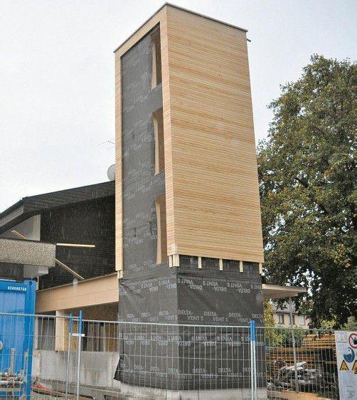 Der Schlauchturm für das neue Feuerwehrhaus ist fertig. Foto: HW