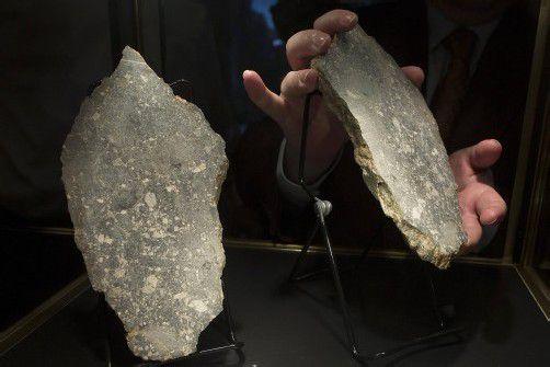 Der Stein war nur ein Teil einer ganzen Meteoritenschar, die versteigert wurde. Foto: REUTERS