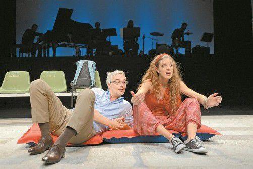 """Diana Kashlan und Bernhard Majcen in """"Lampedusa"""", einem Stück von Wolfgang Mörth, das im Theater Kosmos uraufgeführt wird. Foto: Stiplovsek"""