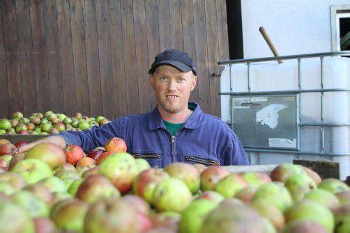 Die Besitzer privater Obstgärten stehen momentan bei Edmund Schnetzer Schlange. Foto: tmh