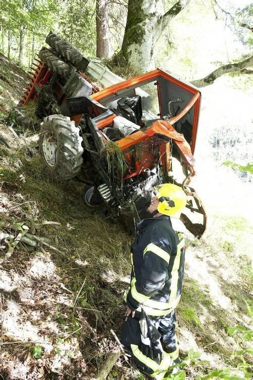 Die Feuerwehr Schruns sicherte die Zugmaschine. Foto: mathis