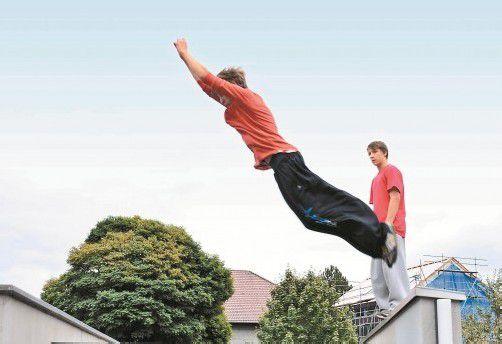 Die Jung-Traceure aus Dornbirn und Bregenz bewegen sich akrobatisch durch die Stadt. Fotos: F. Steiner