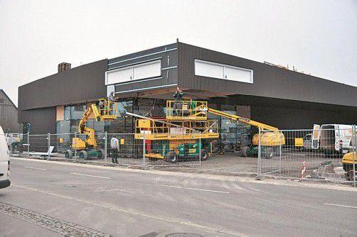 Die Lebensmittelhandelskette Spar verlegte ihren Standort in Sulz. In einer Woche wird der Markt eröffnet. Foto: HW