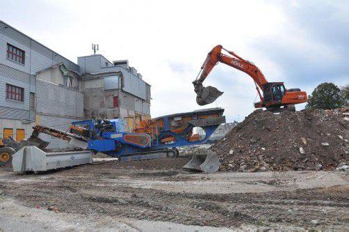 Die Steinbrechanlage direkt auf dem Abbruchareal in Hard reduzierte die Lkw-Fahrten maßgeblich.
