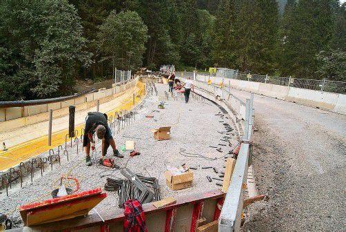 Die Suggadinbrücke wird derzeit aufwendig saniert und zudem um 2,80 Meter verbreitert. Foto: H. reimann
