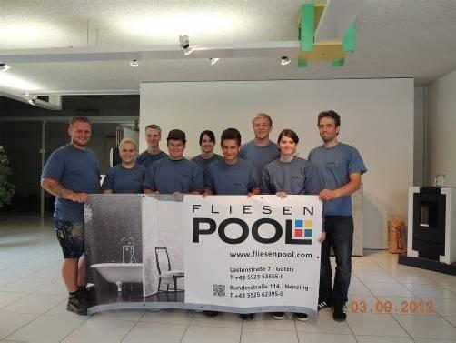 Die neuen Lehrlinge werden bei der Fliesenpool GmbH in Nenzing und Götzis zum Fliesenleger ausgebildet. Foto: Fliesenpool