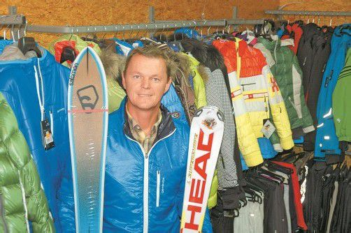 Dietmar Rudigier führt in seinem Shop trendige Mode, neue Materialien und neue Skiformen. fotos: d. hofer