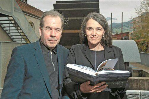 """Ein Jahr Arbeit steckten Frank Mätzler und Rita Bertolini in das Buch """"Allmeinde Vorarlberg"""" und den dazugehörigen Film. Foto: VN/Steurer"""