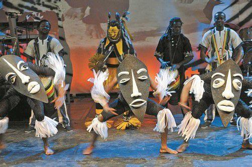 Eine ergreifende afrikanische Geschichte, die Musik, Ästhetik und Lebensfreude in einer außergewöhnlichen Show kombiniert. Foto: Showfactory