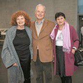 Elke Rhomberg (l.) mit Richard Hutter und Reinhilde Zauser.