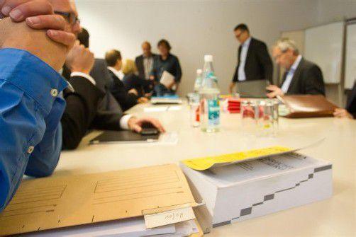 Erstmals in der Geschichte wurde Abgeordneten in Vorarlberg gestern Akteneinsicht gewährt – der Streit in der Causa Hofer geht aber weiter.