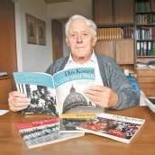 Eugen Giselbrecht hat die vier Konzilshefte des Jesuiten und Journalisten Mario von Galli aufbewahrt. FotoS: vn/mATT, Diözese