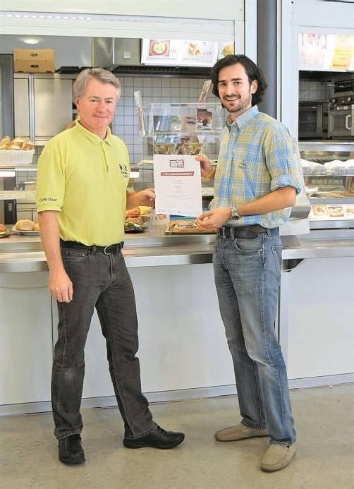 Freude über die Auszeichnung bei Gebhard Strohmaier (l). Foto: hak