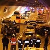 Kleinlaster-Fahrer blieb mitten im Tunnel stehen
