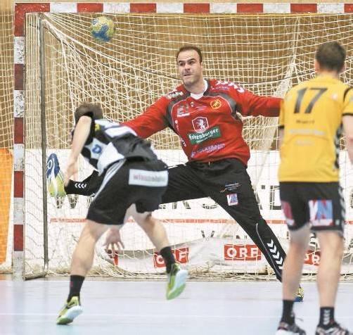 Für Bregenz-Goalie Goran Aleksic war die Wahl zum Spieler des Abends ein mehr als schwacher Trost. Foto: diener
