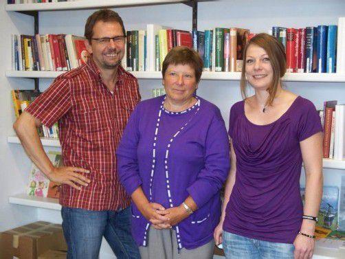GF Andreas Haumer, Neo-Pensionistin Annemarie Hartmann und Nina Stemer (v. l.). Foto: Hronek