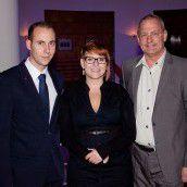 Gastgebertrio: Hotelmanager Sebastian Reininger (l.) mit Organisatorin Daniela Theußl und Weinkenner Johannes Hengl.