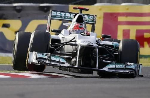 """Glimpflich verlief der Ausritt von Michael Schumacher beim ersten freien Training in Suzuka. """"Der Einschlag war relativ minimal"""", sagte der Mercedes-Pilot. Foto: reuters"""