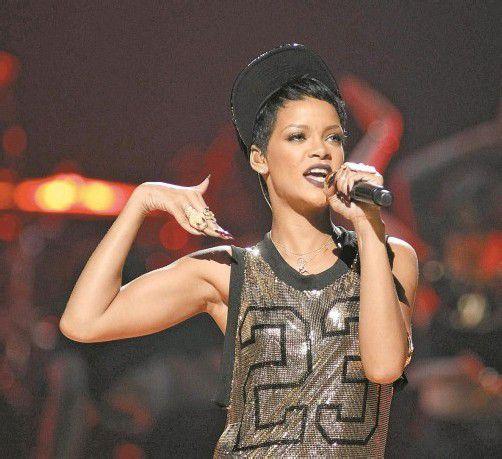 """Große Ehre für Rihanna und ihre Musiker-Kollegin Pink: Die Sängerinnen wurden vom US-Fachblatt """"Billboard"""" als die erfolgreichsten Popstars der vergangenen 20 Jahre ausgezeichnet. Fotos: EPA, ap"""
