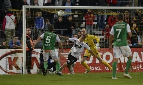 Hatte gegen die gut gestaffelte Austria-Abwehr einen schweren Stand: Altach-Stürmer Hannes Aigner. Foto: stiplovsek