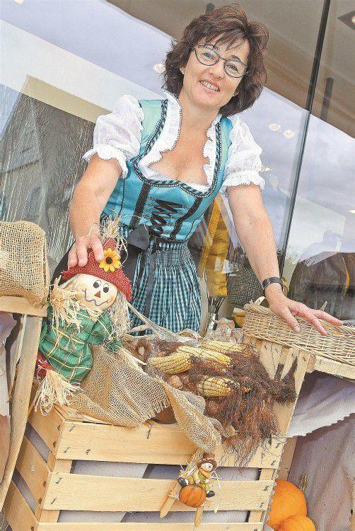 Helene Schobel wünscht sich, dass viele Marktbesucher in Dirndl oder Ledehose erscheinen. Foto: VN/HOFMEISTER