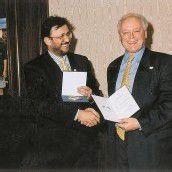 Im Jahre 1998 erhielt Sieghard Baier (r.) die höchste touristische Auszeichnung des Landes Ungarn.