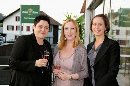 In Festlaune: Gastgeberin Uli Fink mit Alexandra Ritter und Sabine Simon von Lustenau Marketing. Fotos: Bettina Maier