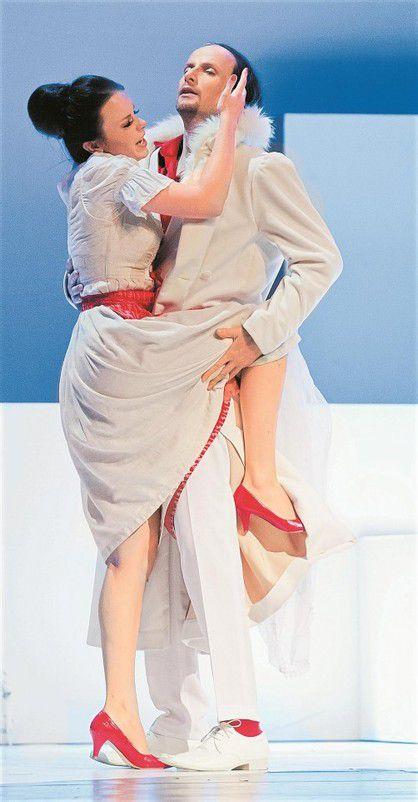 """Iris Mangeng und Peter Schöne in """"Don Giovanni"""". Foto: VN/Steurer"""