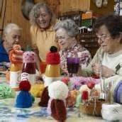 Das große Stricken hilft notleidenden Senioren