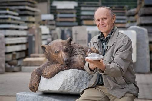 Josef Tabachnyk fertigte das bronzene Abbild von Knut. Foto: DAPD