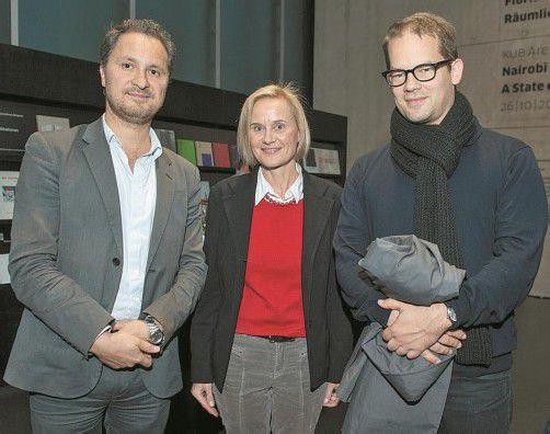 KUB-Direktor Yilmaz Dziewior (l.) mit Katrin Wiethege und dem Künstler Florian Pumhösl. Fotos: Beate Rhomberg