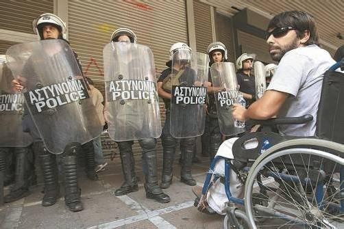 """Krisenherd Griechenland: Die Rede vom """"Friedensprojekt"""" Europa wirke zynisch angesichts der sozialen Spannungen, so Menasse. Foto: EPA"""